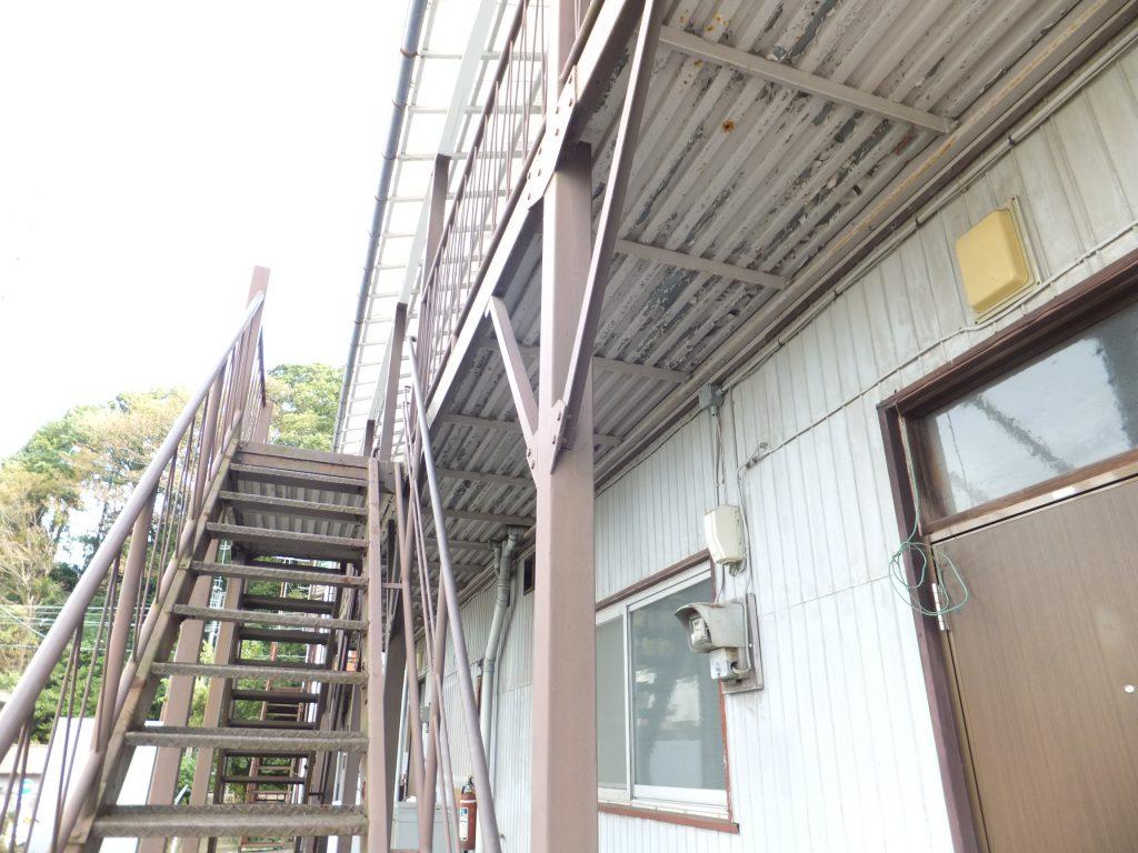 アパート通路階段塗装【横浜市栄区】ファインシリコンフレッシュ before1